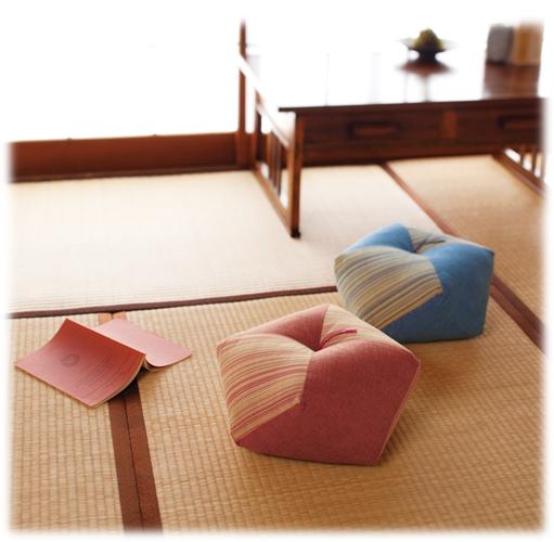 Link to an enlarged 2nd image of Ojami Cushion Wasurenagusa