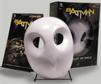 Link to an enlarged image of Batman : The Court of Owls Book & Mask Set (Batman: the New 52) (BOX)